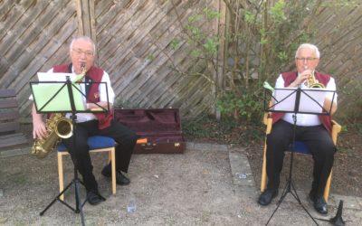 Musizieren vor dem Altersheim